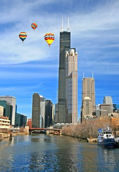 Willis Tower Chicago Illinois with hot air balloons Chicago River, Chicago City, Chicago Skyline, Chicago Illinois, Chicago Buildings, Chicago Vacation, Visit Chicago, Chicago Photography, My Kind Of Town