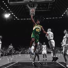 Shawn Kemp of the Seattle Supersonics dunks against the Golden State Warriors circa 1995 at the OaklandAlameda County Coliseum Arena in Oakland. Gary Payton, Nba Season, Big Face, Kevin Durant, Golden State Warriors, Superstar, Slam Dunk, Seattle, 1990s