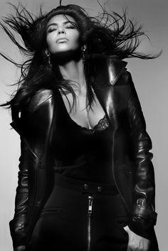 Fabergé Dissonance Earrings Kim Kardashian, photographed by V Magazine Kim Kardashian Photoshoot, Kardashian Style, Kardashian Jenner, Kardashian Fashion, Kardashian Family, V Magazine, Mollie King, Nicki Minaj, Rihanna