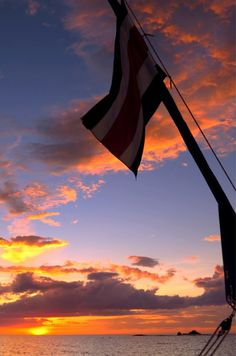 Sunset sailing at Playa Tamarindo, Guanacaste #CostaRica