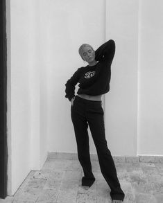 Black N White, Black White Photos, Instagram Models, Instagram Fashion, Dress Like A Parisian, Back To School Outfits, Sweater Weather, Grunge Fashion, Cool Girl