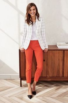 Lässiges Büro Outfit: Top gestylt für's Büro Take a look at the best casual outfits for the office in the photos below and get ideas for your outfits! Office Casual Outfit Ideas For Women Outfit ideas for your professionals to… Continue Reading → Comfy Work Outfit, Work Casual, Women's Casual, Smart Casual, Casual Office Attire, Casual Chic Outfits, Cute Outfits, Blazer Outfits, Plaid Blazer