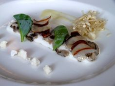Bruxelles, Les Flâneries Gourmandes.  Oyster carpaccio with cauliflower, and an enoki salad