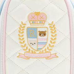 The Design on the golf bag.