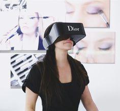 La maison Dior, en collaboration avec DigitasLBi France, nous invite à faire un bond dans le futur avec Dior Eyes, un casque de réalité virtuelle.
