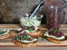 Just can't get enough of these White bean olive tapenade crostini. The creamy white bean spread balances out the powerful punch of kalamata olives. Vegetarian Lunch, Kalamata Olives, Tapenade, White Beans, Creamy White, Plant Based Recipes, Salmon Burgers, Appetizers, Eat