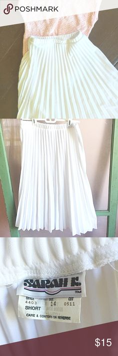 Vintage Accordion Slip Vintage accordion slip | tag says size 14 but I think it could fit a medium. Vintage Skirts