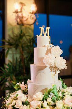 Elegant White Wedding Cake | Photo: Bryan Venancio Photography
