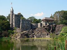 Belvedere Castle is een kasteel bovenop Vista Rock. Adres: 79th street, Central Park.