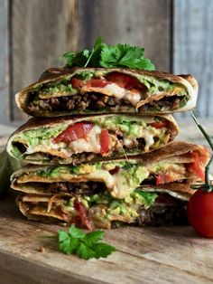 Knasende gode tex-mex wraps (crunch wraps) Crunch Wrap, Mexican Food Recipes, Ethnic Recipes, Ground Meat, Jambalaya, Snacks, Crunches, Tex Mex, Food Truck
