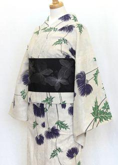 《今日の着物コーディネート》『ひでや工房』のナチュラルでガーリーなひとえの着物に、繊細に織られた蝶の半巾帯を合わせた大人なコーディネートです。からみ織りと手捺染を施した贅沢なレースの綿着物。工場で熟練の職人さんたちが1枚1枚丁寧に仕上げています。