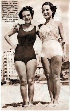 Carmen Miranda ao lado da irmã Aurora Miranda, na praia de Copacabana, publicado na Revista Carioca, empresa A Noite, em 1936