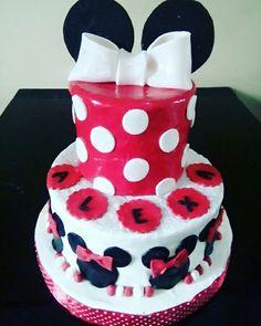 minnie mousse birthday cake dessert table  checkour IG : TIWI_IBUNYAFALIH contact: wa/line 08572057175