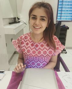 Casual without makeup picture of   #MominaMustehsan # #MostPopularSinger  #PakistaniCelebs  ✨