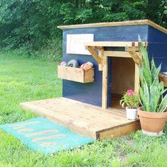 How to sew a super easy DIY dog tent with striped or patterned fabric so that the pattern lines up perfectly! Big Dog House, Wood Dog House, Pallet Dog House, Build A Dog House, Dog House Plans, Barrel Dog House, Dog House Blueprints, Double Dog House, Cheap Dog Houses