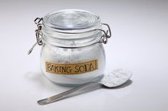 Some beloved natural health hacks require nothing more than baking soda and a few ingredients. Good for house cleaning, DIY healthcare and personal hygiene. Mint Gum, Blemish Remover, Oil Pulling, Fungal Infection, Personal Hygiene, Mouthwash, Fish Oil, Few Ingredients, Alternative Medicine