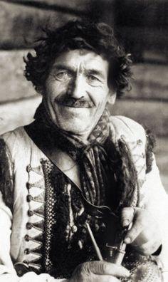 Beautiful Hutsul , W Ukraine, from Iryna Gypsy Men, Gypsy Living, Retro Photography, Vintage Gypsy, Ukrainian Art, Folk Costume, My Heritage, Male Face, Vintage Pictures