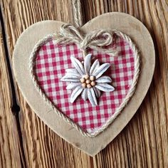 ❤❤❤ Valentine Day Crafts, Spring Crafts, Diy And Crafts, Christmas Crafts, Arts And Crafts, Heart Decorations, Valentine Decorations, Fabric Hearts, Heart Crafts