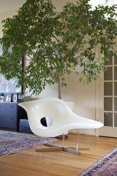 Chaise Longue (La Chaise) 1948, by Charles Eames, Ray Eames
