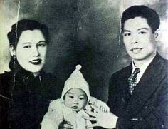 Bruce Lee with his parents- father, Lee-Hoi Chuen, and mother, Grace Oh