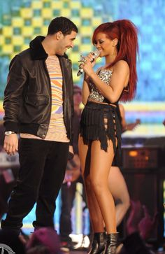 Rihanna performance style x NBA finals halftime x drake x Kanye west Rihanna Fashion, Rihanna Style, Vanessa Hudgens Makeup, Drake Art, Rihanna And Drake, Concert Wear, Photo Star, Aubrey Drake, Redhead Models
