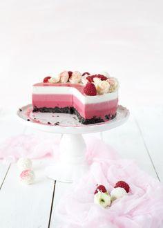 Emma's Lieblingsstücke |Joghurt-Ombrè-Torte mit Kokos undHimbeeren