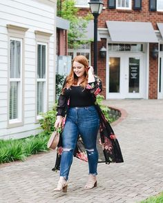 Floral Mesh Duster Plus Size plus size high waisted jeans Body Suit Outfits, Curvy Outfits, Plus Size Outfits, Fashion Outfits, Jean Outfits, Black Women Fashion, Womens Fashion, Fashion Edgy, Autumn Fashion Curvy