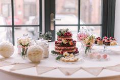 Candy-, Salty-, Prosecco-, Gin-, Popcorn- oder Käse Bars und von welchen man sonst so träumt… Auf Hochzeiten ist das mittlerweile nicht mehr wegzudenken, seinen Gästen eine besondere Hochzeitsbar wie diese zu bieten. ____ Fotografie: Mareike Murray #candybar #braunschweig #hochzeit #rustic Catering, Popcorn, Gin, Greenery, Table Decorations, Wedding, Home Decor, Color Of The Year, Getting Married