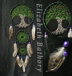 Ловец снов (ловушка снов) — индейский талисман, защищает спящего от злых духов. Плохие сны запутываются в паутине, а хорошие проскальзывают сквозь отверстие в середине так же ловец осуществляет хорошие сны.