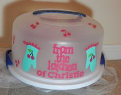cake carriers on Etsy, a global handmade and vintage marketplace. Cricut Cake, Cricut Vinyl, Vinyl Decals, Vinyl Crafts, Vinyl Projects, Cupcake Container, Cupcake Carrier, Silhouette Projects, Silhouette Cameo