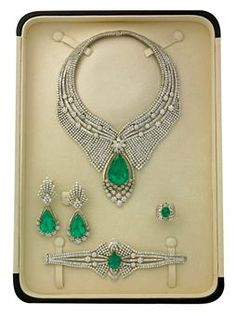 AN EMERALD AND DIAMOND PARURE, BY ELIE CHATILA