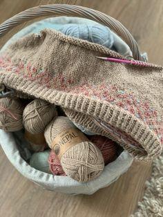 Jobber med et nytt genserdesign🧶 Denne gangen strikket jeg i nepal garn fra #dropsdesign  #diy #chunkyknit #tykkepinner #knitting #knittingprojects #strickideen #stricken #strikke #strikktildama #genserstrikk #strikkegenser #knitsweater #norskdesigner #norwegiandesign Fashion Forms, Drops Design, Burlap, Toms, Reusable Tote Bags, Knitting, Style, Swag, Hessian Fabric