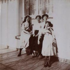 Grand Duchess Maria, Olga and Anastasia with Aunt Olga