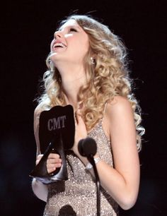 Taylor Swift accepts an award on stage at the 2009 CMT Music Awards at the Sommet Center on June 16 2009 in Nashville Tennessee Taylor Swift Images, Taylor Alison Swift, One & Only, Cmt Music Awards, Taylor Swift Wallpaper, Swift Photo, Swift 3, Brad Paisley, Perfect Smile