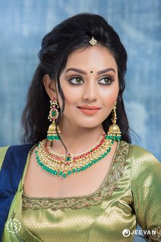 You Will Definitely Want To Steal These Bridal Looks For Your Wedding Beautiful Girl Photo, Beautiful Girl Indian, Most Beautiful Indian Actress, Beautiful Saree, Beautiful Bride, Beautiful Women, Men's Fashion, Fashion Week, Beauty Full Girl