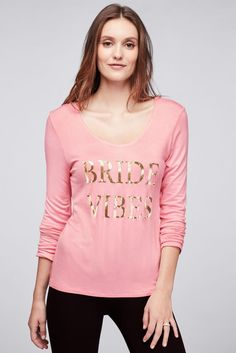 619702e7f5 Chill out in this easygoing long-sleeve top