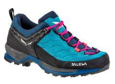 Pohodlné dámské boty Salewa WS MTN Trainer vám díky speciálně vyvinuté podrážce dodají jistotu na ferratách a žebřících. Pohodlné budou ale i na lehké túře. Red Plum, Sketchers, Trekking, Blue Sapphire, Hiking Boots, Trainers, Running Shoes, Drop, Sneakers