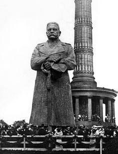 Das hölzerne Hindenburg-Denkmal an der Siegessäule in Berlin (Finanzierung des Ersten Weltkriegs), ca. 1916 / Foto: LWL-Medienzentrum für Westfalen/001 Slg. Historische Landeskunde_1/01_4557