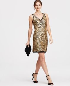 Gold rush: strikingly defined in a gorgeous geo pattern, our dazzling sequin dress radiates party perfect glamour. V-neck. Sleeveless. V-back.