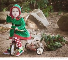 Darling hooded coat, perfect for the holidays! Picture from Julie Shi Photography (LOVE the set with the trike and the tree! Christmas Mini Sessions, Christmas Minis, Cozy Christmas, Family Christmas, Xmas, Thanksgiving Holiday, Christmas Wedding, Christmas Ideas, Photography Mini Sessions