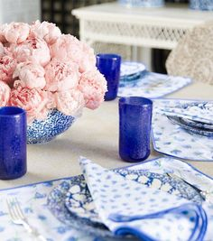 Highball glasses and linen napkins from Tory Burch are beautiful!!  LOVE the cobalt blue with the soft pink :-)