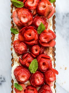 This, gorgeous strawberry rose tart is a show-stopping dessert. It might look intimidating, but you actually only need five ingredients to make this surprisingly simple, fruity, summer dessert Just Desserts, Delicious Desserts, Yummy Food, Tart Recipes, Dessert Recipes, Strawberry Roses, Galette, How Sweet Eats, Biscuits