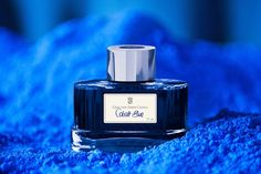 COBALT BLUE The ink is available in an attractive glass with the finely fluted surface: unmistakable style of Graf von Faber-Castell