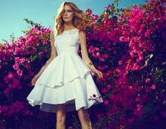 Flowers and sleek dress. White Wedding Gowns, Spring Summer 2015, Strapless Dress, Dress Up, White Dress, Vogue, Style Inspiration, Campaign, Flowers