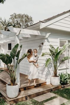 """This """"New Neutral"""" Will Be the Hottest Color in Outdoor Design, According to Experts - New ideas Backyard Patio, Backyard Landscaping, Landscaping Ideas, Backyard Plants, Farmhouse Landscaping, Balcony Plants, Tropical Landscaping, Pergola Patio, Modern Landscaping"""