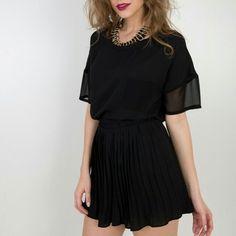 Blusa em crepe  shorts saia plissada.  Compre pelo site http://ift.tt/PYA077. Dúvidas ou informações pelo Whatsapp 47 9953-1716.