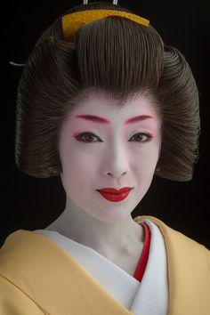 Portrait of the geisha Makiko of Gion Kobu