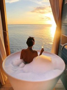 Luxury Goals | Relax, take a bath, sip some champaign, watch the sunset over the ocean. Yes PLEASE!!!