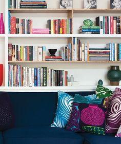 Une bibliothèque au salon