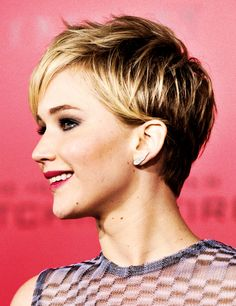 The 18 Greatest Celebrity Pixie Cuts Of The Past Decade Haircut Styles For Women, Short Haircut Styles, Cute Short Haircuts, Hair Styles, Chic Short Hair, Short Sassy Hair, Short Hair Cuts, Pixie Cuts, Jennifer Lawrence Short Hair